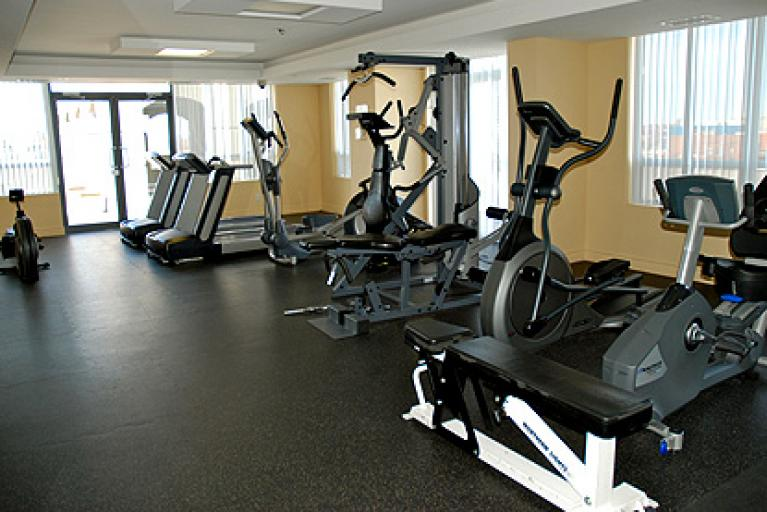 140 Simcoe st condo gym