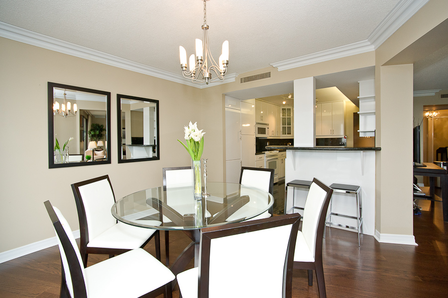 55 Harbour sq dinning room