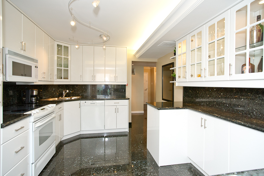 55 Harbour sq kitchen 1614